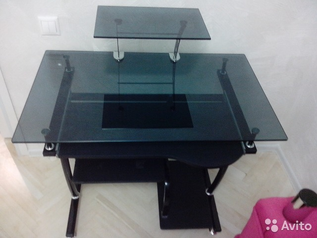 Компьютерный стол из стекла и металла